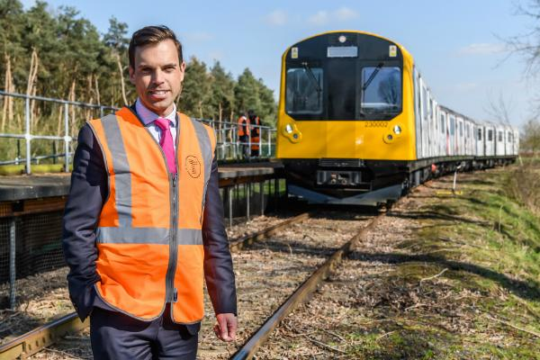 Minister for Economy and Transport, Ken Skates has visited rolling stock manufacturer Vivarail to see the new Transport for Wales trains that will transform the customer experience for rail users in North Wales.